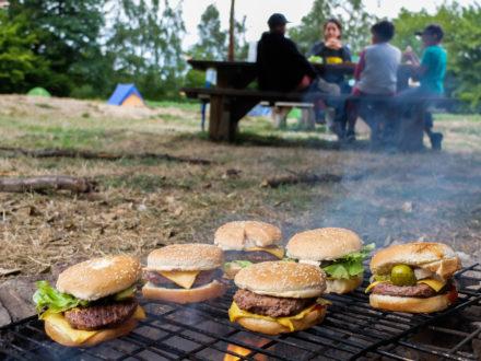 Hamburgers au feu de bois