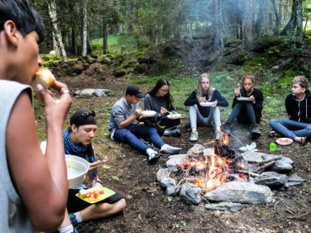 Une repas autour du feu